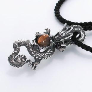宝石ガーネットとその他の宝石を使った和風のデザインが特徴的な銀風ネックレス/ペンダントの商品写真です。型番:GP201001-01 画像その3