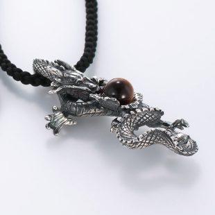 宝石ガーネットとその他の宝石を使った和風のデザインが特徴的な銀風ネックレス/ペンダントの商品写真です。型番:GP201001-01 画像その4