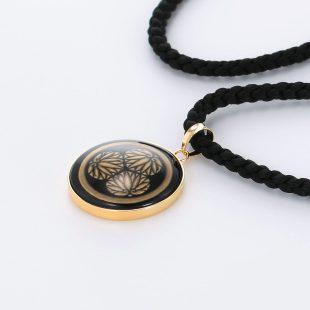 宝石オニキスとクォーツ・水晶を使った和風と仏具とその他のモチーフのデザインが特徴的な銀風ネックレス/ペンダントの商品写真です。型番:GP201010-01 画像その3