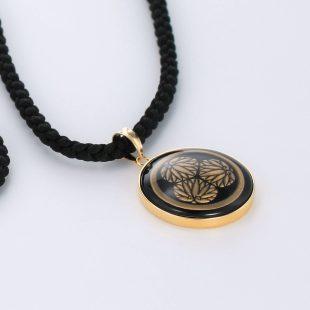 宝石オニキスとクォーツ・水晶を使った和風と仏具とその他のモチーフのデザインが特徴的な銀風ネックレス/ペンダントの商品写真です。型番:GP201010-01 画像その4