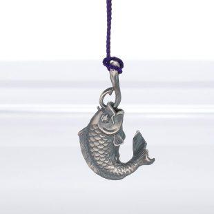 宝石ダイヤモンドを使った和風と開運・ラッキーとその他のモチーフのデザインが特徴的な銀風根付・ピンズの商品写真です。型番:GP501004-01 画像その4