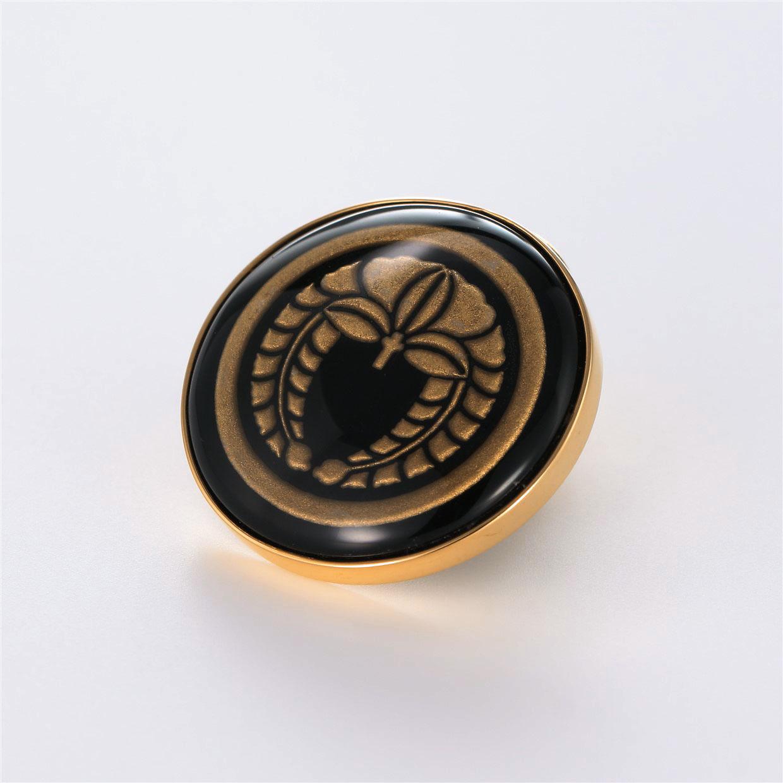 宝石オニキスとクォーツ・水晶を使った和風と仏具とその他のモチーフのデザインが特徴的な銀風根付・ピンズの商品写真です。型番:GP701001-01 画像その2