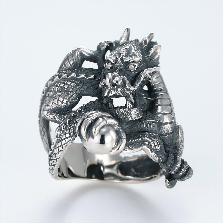 宝石ダイヤモンドを使ったドラゴンのデザインが特徴的な銀風指輪の商品写真です。型番:GP101009-01 画像その1