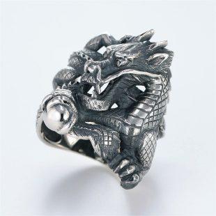 宝石ダイヤモンドを使ったドラゴンのデザインが特徴的な銀風指輪の商品写真です。型番:GP101009-01 画像その2