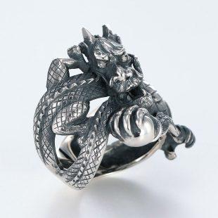 宝石ダイヤモンドを使ったドラゴンのデザインが特徴的な銀風指輪の商品写真です。型番:GP101009-01 画像その3