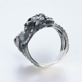 宝石ダイヤモンドを使ったドラゴンのデザインが特徴的な銀風指輪の商品写真です。型番:GP101009-01 画像その4