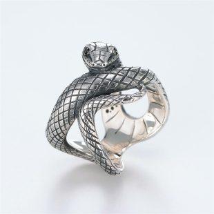 宝石ダイヤモンドを使ったヘビ・爬虫類のデザインが特徴的な銀風指輪の商品写真です。型番:GP101008-01 画像その1