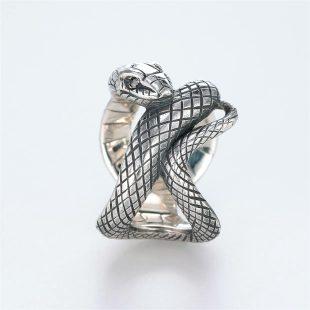 宝石ダイヤモンドを使ったヘビ・爬虫類のデザインが特徴的な銀風指輪の商品写真です。型番:GP101008-01 画像その3