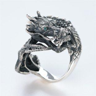 宝石その他の宝石を使ったドラゴンのデザインが特徴的な銀風指輪の商品写真です。型番:GP101003-01 画像その3