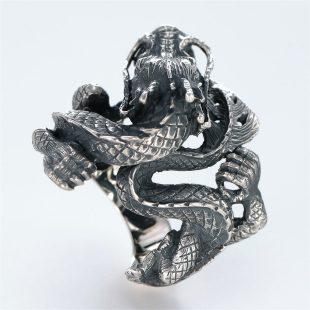 宝石その他の宝石を使ったドラゴンのデザインが特徴的な銀風指輪の商品写真です。型番:GP101003-01 画像その4