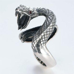宝石ルビーを使ったヘビ・爬虫類のデザインが特徴的な銀風指輪の商品写真です。型番:GP101005-01 画像その2