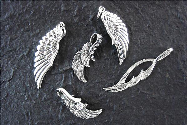 翼をモチーフにしたシルバーペンダントヘッド