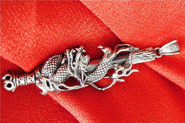 ファンタジー系の龍のシルバーペンダントヘッド