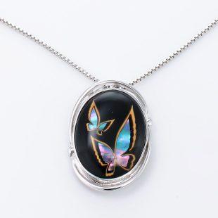 宝石クォーツ・水晶を使った蝶・昆虫と和風のデザインが特徴的な和の彩ネックレス/ペンダントの商品写真です。型番:CR201006-01~02 画像その2