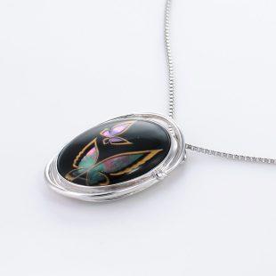宝石クォーツ・水晶を使った蝶・昆虫と和風のデザインが特徴的な和の彩ネックレス/ペンダントの商品写真です。型番:CR201006-01~02 画像その3