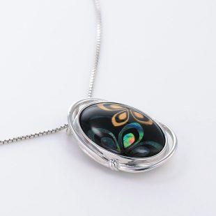 宝石クォーツ・水晶を使った花と和風のデザインが特徴的な和の彩ネックレス/ペンダントの商品写真です。型番:CR201003-01~02 画像その4
