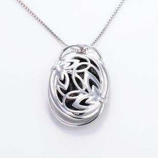 宝石クォーツ・水晶を使った花と和風のデザインが特徴的な和の彩ネックレス/ペンダントの商品写真です。型番:CR201003-01~02 画像その5
