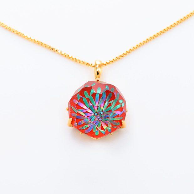 宝石クォーツ・水晶を使った花と和風のデザインが特徴的な和の彩ネックレス/ペンダントの商品写真です。型番:CR201010-01~02 画像その2