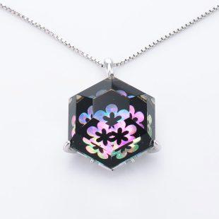 宝石クォーツ・水晶を使った花と和風のデザインが特徴的な和の彩ネックレス/ペンダントの商品写真です。型番:CR201013-01~02 画像その2