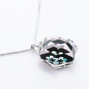 宝石クォーツ・水晶を使った花と和風のデザインが特徴的な和の彩ネックレス/ペンダントの商品写真です。型番:CR201013-01~02 画像その4