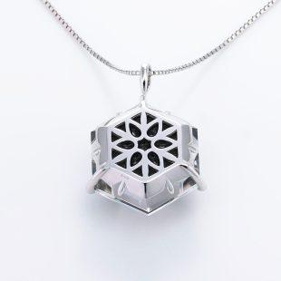 宝石クォーツ・水晶を使った花と和風のデザインが特徴的な和の彩ネックレス/ペンダントの商品写真です。型番:CR201013-01~02 画像その5