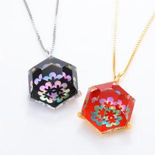 宝石クォーツ・水晶を使った花と和風のデザインが特徴的な和の彩ネックレス/ペンダントの商品写真です。型番:CR201013-01~02 画像その6