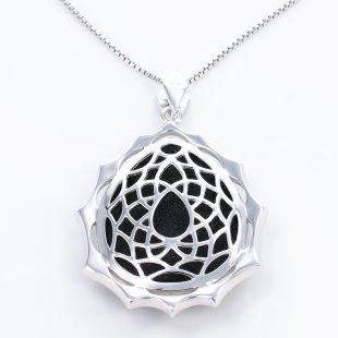 宝石クォーツ・水晶を使った和風のデザインが特徴的な和の彩ネックレス/ペンダントの商品写真です。型番:CR201009-01~02 画像その5