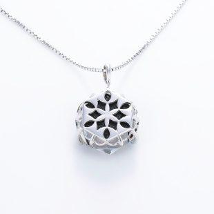宝石クォーツ・水晶を使った和風のデザインが特徴的な和の彩ネックレス/ペンダントの商品写真です。型番:CR201011-01~02 画像その5