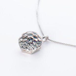 宝石クォーツ・水晶を使った和風のデザインが特徴的な和の彩ネックレス/ペンダントの商品写真です。型番:CR201014-01 画像その3