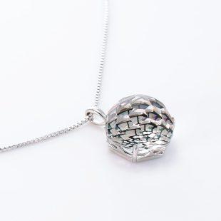 宝石クォーツ・水晶を使った和風のデザインが特徴的な和の彩ネックレス/ペンダントの商品写真です。型番:CR201014-01 画像その4