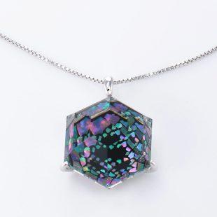 宝石クォーツ・水晶を使った和風のデザインが特徴的な和の彩ネックレス/ペンダントの商品写真です。型番:CR201015-01 画像その2