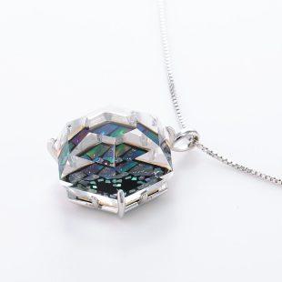 宝石クォーツ・水晶を使った和風のデザインが特徴的な和の彩ネックレス/ペンダントの商品写真です。型番:CR201015-01 画像その3