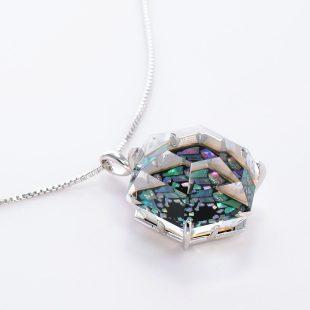 宝石クォーツ・水晶を使った和風のデザインが特徴的な和の彩ネックレス/ペンダントの商品写真です。型番:CR201015-01 画像その4