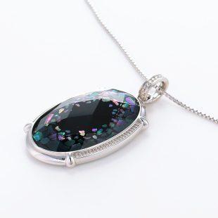 宝石クォーツ・水晶を使った和風のデザインが特徴的な和の彩ネックレス/ペンダントの商品写真です。型番:CR201016-01 画像その3