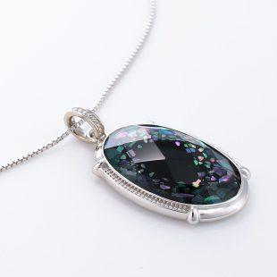 宝石クォーツ・水晶を使った和風のデザインが特徴的な和の彩ネックレス/ペンダントの商品写真です。型番:CR201016-01 画像その4