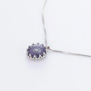 宝石クォーツ・水晶を使った和風のデザインが特徴的な和の彩ネックレス/ペンダントの商品写真です。型番:CR201019-01~05 画像その3