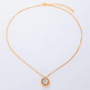 宝石クォーツ・水晶とマザーオブパール・白蝶貝を使った和風のデザインが特徴的な和の彩ネックレス/ペンダントの商品写真です。型番:CR201017-01~05 画像その1