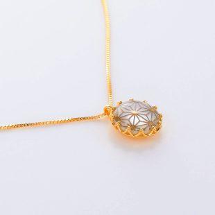 宝石クォーツ・水晶とマザーオブパール・白蝶貝を使った和風のデザインが特徴的な和の彩ネックレス/ペンダントの商品写真です。型番:CR201017-01~05 画像その4