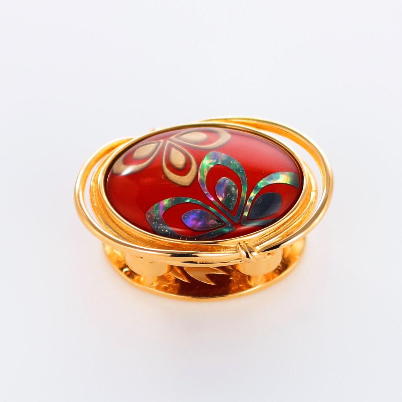 宝石クォーツ・水晶を使った花と和風のデザインが特徴的な和の彩帯留めの商品写真です。型番:CR601001-01~02 画像その1