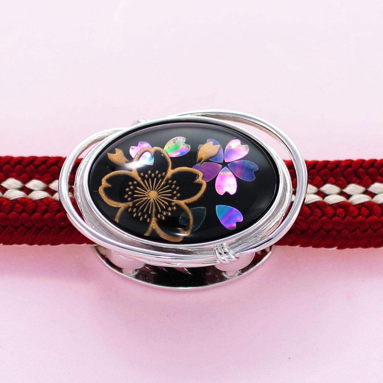宝石クォーツ・水晶を使った花と和風のデザインが特徴的な和の彩帯留めの商品写真です。型番:CR601002-01~02 画像その4