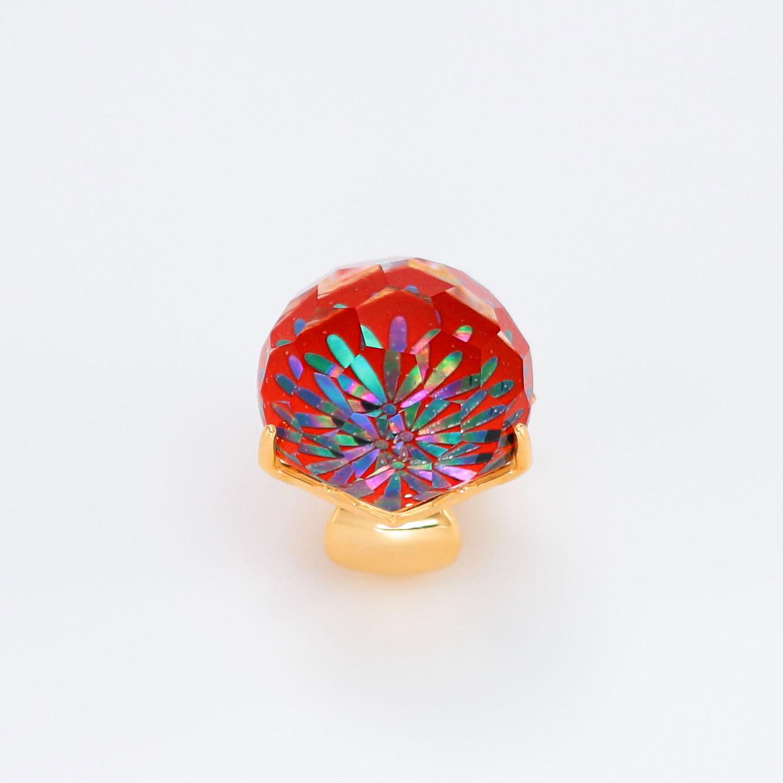 宝石クォーツ・水晶を使った花と和風のデザインが特徴的な和の彩帯留めの商品写真です。型番:CR601008-01~02 画像その1
