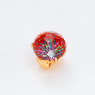 宝石クォーツ・水晶を使った花と和風のデザインが特徴的な和の彩帯留めの商品写真です。型番:CR601008-01~02 画像その2