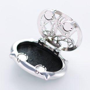 宝石クォーツ・水晶を使った和風のデザインが特徴的な和の彩帯留めの商品写真です。型番:CR601003-01 画像その3