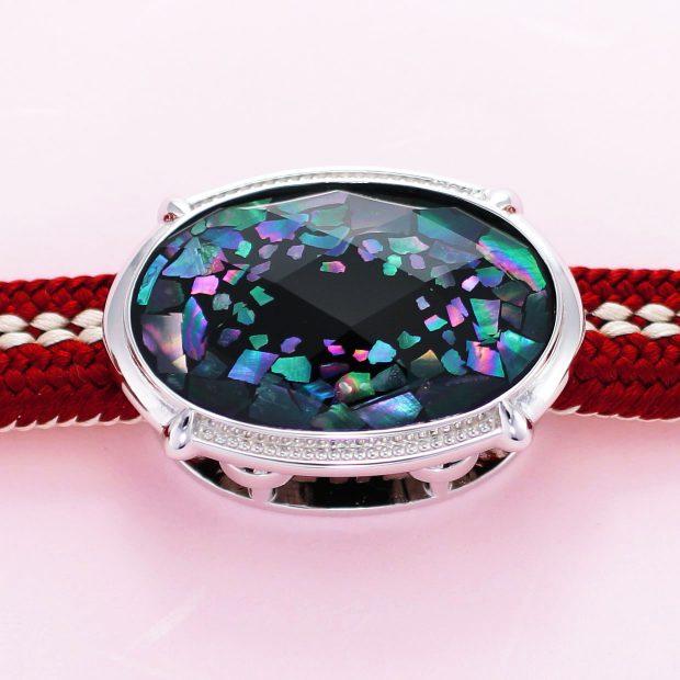 宝石クォーツ・水晶を使った和風のデザインが特徴的な和の彩帯留めの商品写真です。型番:CR601003-01 画像その4