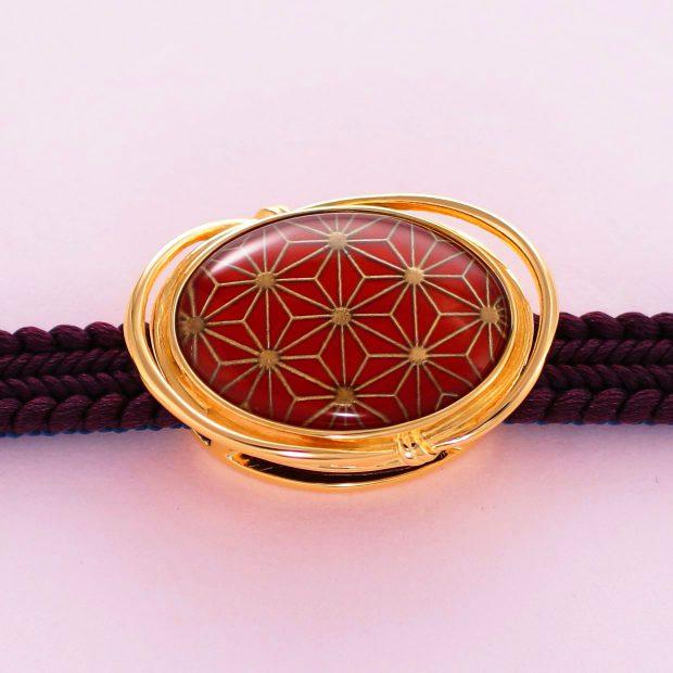 宝石クォーツ・水晶を使った和風のデザインが特徴的な和の彩帯留めの商品写真です。型番:CR601004-01~02 画像その3