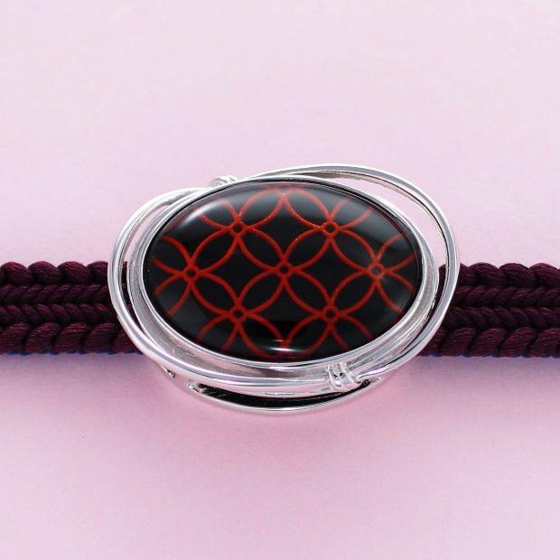 宝石クォーツ・水晶を使った和風のデザインが特徴的な和の彩帯留めの商品写真です。型番:CR601005-01~02 画像その3