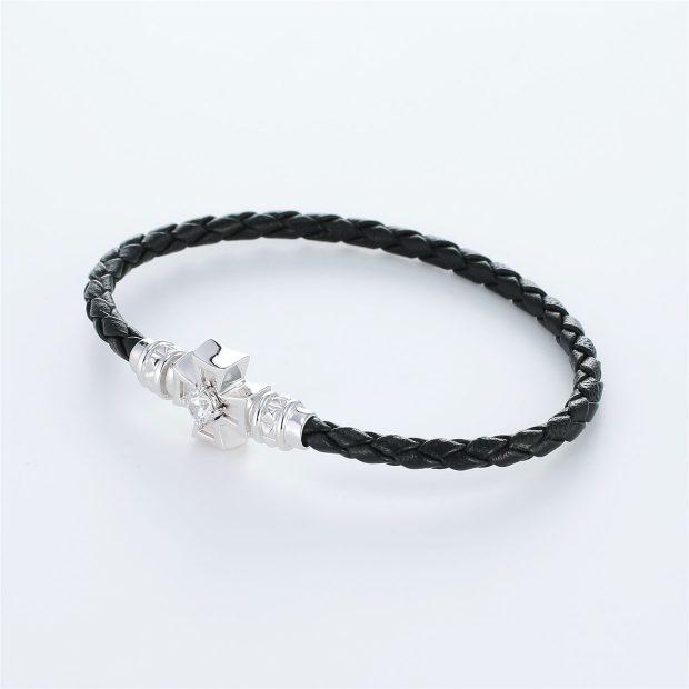 宝石キュービックを使ったクロスのデザインが特徴的な環の色ブレスレットの商品写真です。型番:LE401005-01~03 画像その2