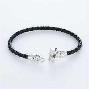 宝石キュービックを使ったクロスのデザインが特徴的な環の色ブレスレットの商品写真です。型番:LE401005-01~03 画像その4