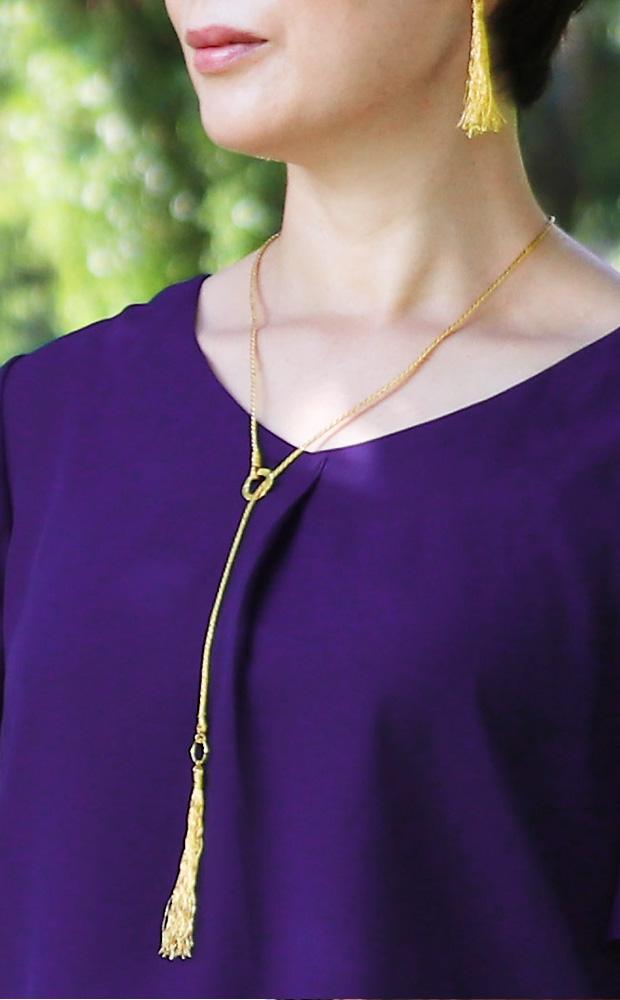 金銀糸アクセサリー ネックレス着用
