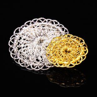 花のデザインが特徴的な和の彩 金銀糸ブローチの商品写真です。型番:659-146 画像その2